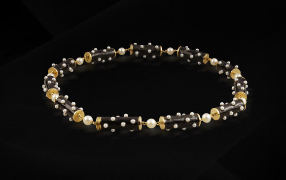 Gold ennamel pearl necklace