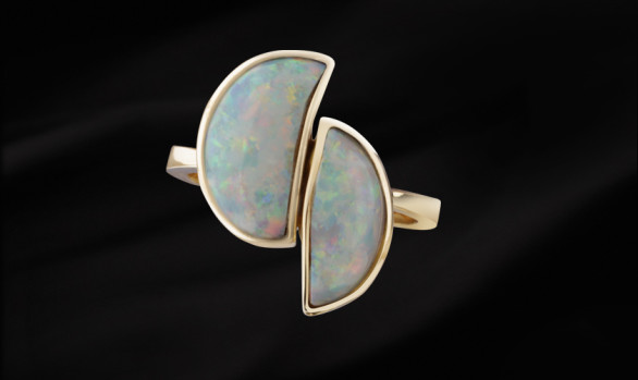 Gold classic opal ring